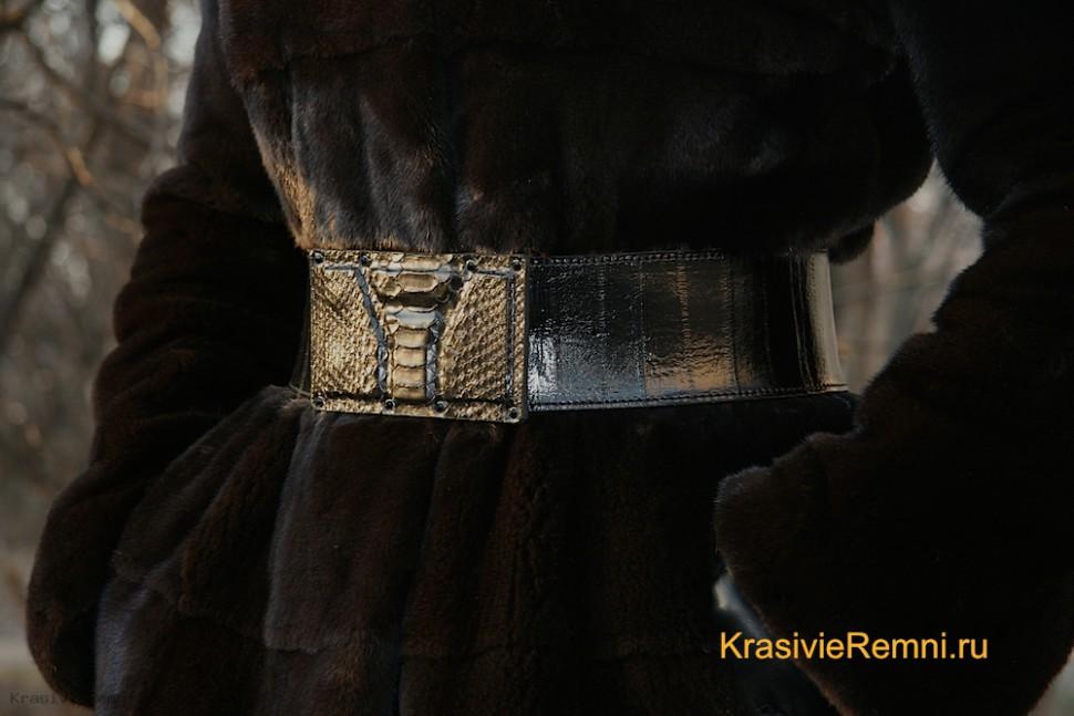 Ремень из кожи угря с пряжкой из питона.